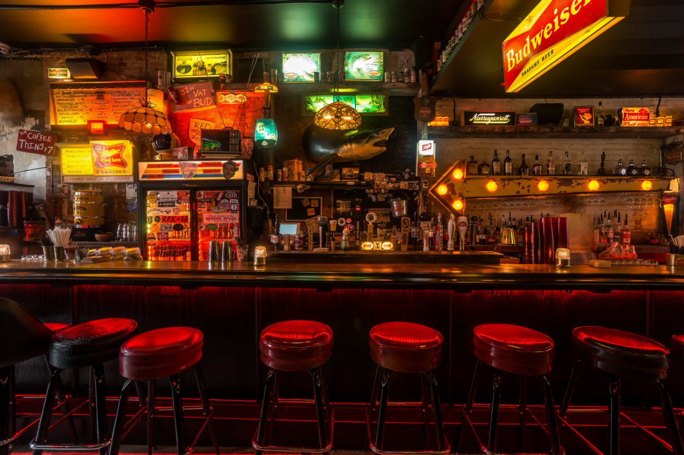 Dive bar trail the best dive bars in the usa for Bar dive